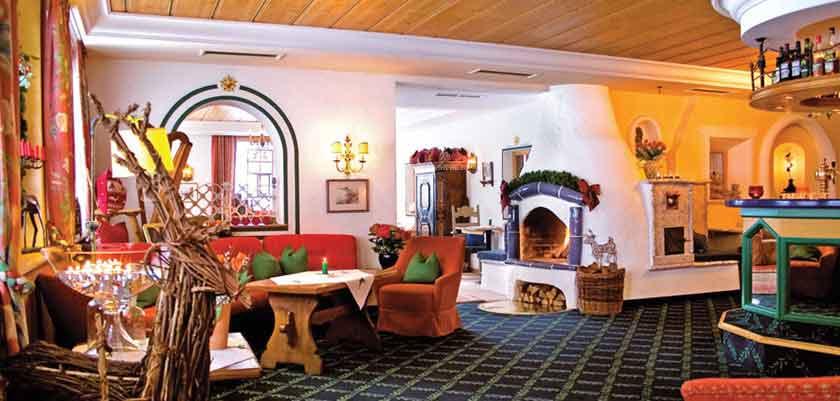austria_arlberg-ski-area_zurs_hotel_Erzberg_lounge.jpg